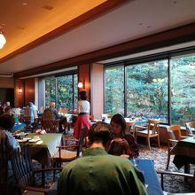 ホテルのレストラン