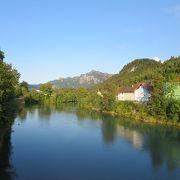 静かな川でした