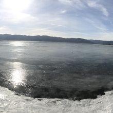 凍った諏訪湖