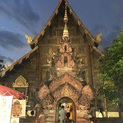 とても渋い寺院です。