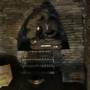 森の中の静かな寺院