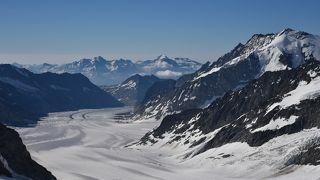 アレッチ氷河が白い川の流れみたい