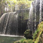 滝の裏側を歩ける滝