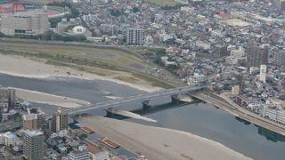 鵜飼もこの橋近くで行われている