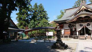 高台にある立派な神社