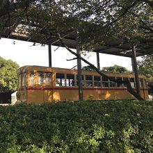 公園の黄色い電車
