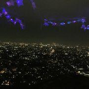 オーロラが写っているような夜景