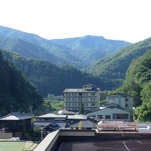 山々に囲まれて静かな温泉郷