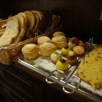 朝食のパンやお菓子など