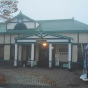 七日町駅の駅舎でもありました。