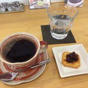 和菓子屋・お土産屋さん・カフェが一緒になっているお店