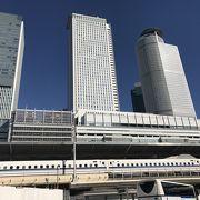 駅とデパート、ホテル