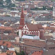赤と白の教会