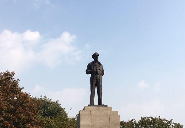 マッカーサー将軍銅像