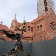 赤いレンガの教会