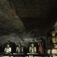 沢山の仏像が安置
