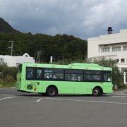 オリーブの島にふさわしいバスです。