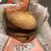A&Wのハンバーガー