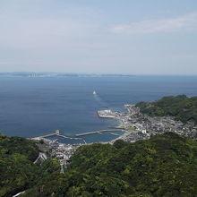 山頂駅展望台から 東京湾フェリー出港の様子が