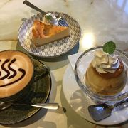 四万温泉街内の古民家カフェ
