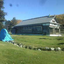 ハッカ御殿の開館は5月から10月いっぱい