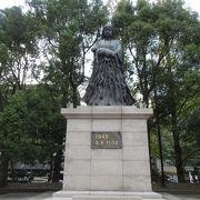 爆心地公園の母子銅像