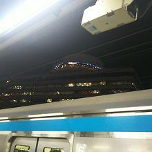 有楽町駅ホームからスカイラウンジを見上げて(^^)