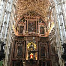 キリスト教王が建てた荘厳な雰囲気の礼拝堂