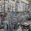 山積みの商品が昔懐かしい。いまや貴重な模型店