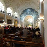 ボンマルシェ近く、ひっそりとした教会