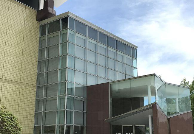 新潟市役所教育・文化施設新津美術館