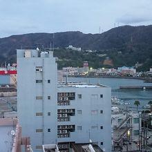 7階から旧名瀬港が見えます。