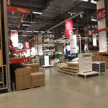 IKEA:大物家具の引き渡し場&レジ