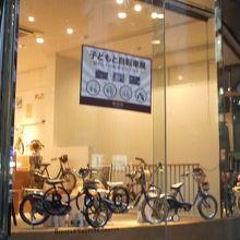 子供  用自転車が色々展示「子どもと自転車展」中でした