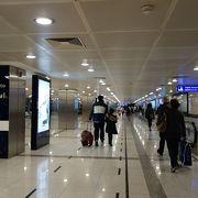 24時間オープンの大きな空港