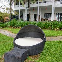 お庭にあったお洒落椅子