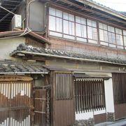 元遊郭だった建物を利用した喫茶店「アホロートル」は、昭和の初めの夢幻燈・静かな時間のぬくもりを感じるところです。