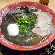 博多駅の新幹線口で食べる本格豚骨ラーメン