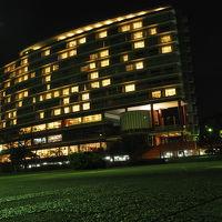 琵琶湖側から見た夜の琵琶湖ホテル