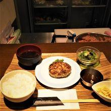 ハンバーグラボの京都豚100%ハンバーグセット(900円)