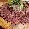 写真:熟成肉バル 肉賊カウぼーず