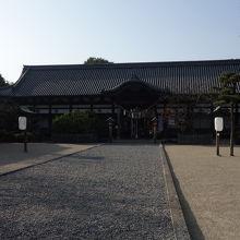 応神天皇陵と放生橋で繋がる八幡宮