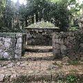 写真:義本王墓