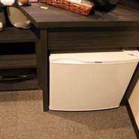 テレビの下にある 小さな冷蔵庫