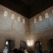 コマレス宮の中の一室