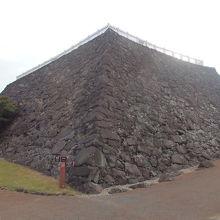 要害山登山の後甲府城址を散策し、天守台を見ました