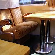観光列車での旅行気分で食事を楽しめます