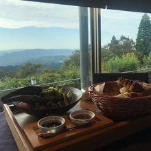 琵琶湖を眼下に優雅な朝食