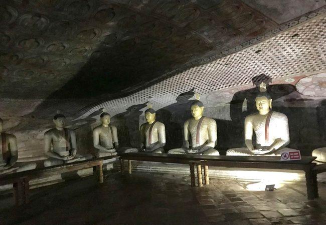 仏像いっぱい