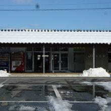 雪のある氷見駅